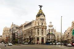 Kreuzung Calle de Alcalas und des Gran über in Madrid, Spanien Lizenzfreie Stockfotografie