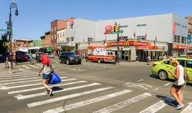 Kreuzung in der Mitte von Greenpoint Stockbilder