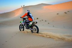 Kreuzung durch Wüste Stockfotografie