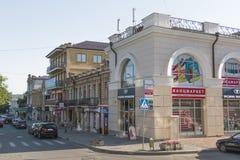 Kreuzungen des Oktyabrskaya St. und des Dzerzhinsky St. in Pyatigor Stockfoto