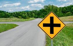 Kreuzungs-Zeichen Stockbild