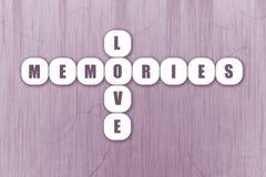 Kreuzworträtsel-Liebes-Gedächtnis-Fliesen-Design in der Flieder Stockfotografie