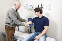 krew sprawdzać dostawać ciśnieniowa Fotografia Stock