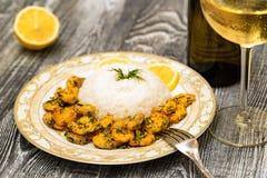 Krewetka z ryż i białym winem obraz stock