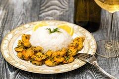 Krewetka z ryż i białym winem fotografia stock