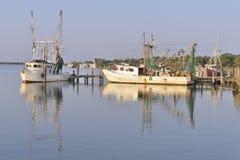 Krewetkowe łodzie w schronieniu Zdjęcie Stock