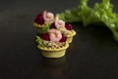 Krewetkowi łososiowi mousse pietruszki tartlets tonowanie Fotografia Royalty Free