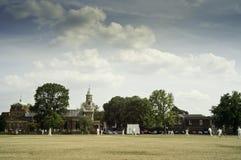 Kricket auf Kew-Grün, England Lizenzfreie Stockbilder
