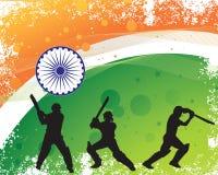 Kricketspielerschattenbild auf indischen Flaggenfarben des Schmutzes Stockfotografie