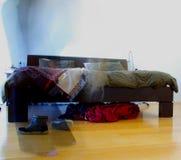 Kriechen vom Bett Lizenzfreie Stockbilder