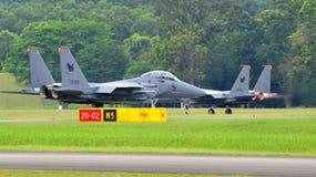 Kriechender RSAF F-15SG Schlag-Adler Stockfotos