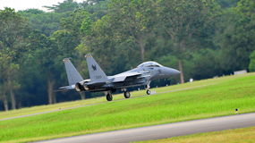 Kriechender RSAF F-15SG Schlag-Adler Lizenzfreie Stockfotos