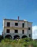 Krieg beschädigte Haus in Bosnien von den Serbekräften lizenzfreies stockfoto