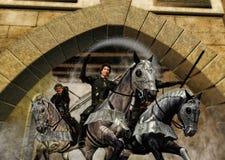 Krieger auf den Pferden, die vom Schloss-Tor aufladen Stockfotografie