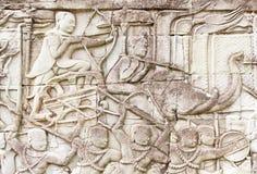 Krieger mit Bogen und Pfeil auf Elefantflachrelief Lizenzfreies Stockbild