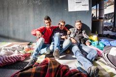 Kriegsflüchtlinge am Bahnhof Keleti lizenzfreies stockbild