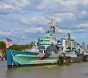 Kriegsschiff auf der Themse Stockbilder