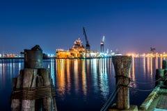 Kriegsschiff im Drydock Stockbild