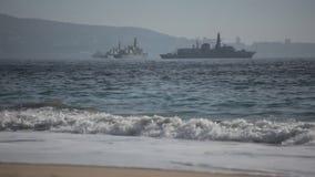 Kriegsschiffe auf dem Meer stock video