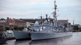 Kriegsschiffe am Pier stock video footage
