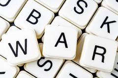 Kriegstext-Wortkreuzworträtsel Alphabetbuchstabe blockiert Spielbeschaffenheitshintergrund Stockbilder