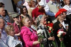 Kriegsveteranstand mit Blumen Lizenzfreie Stockfotografie