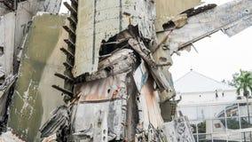 Kriga i världen - konfrontationen av Ryssland och tillstånden Förstörda behållare under varnaen arkivbild