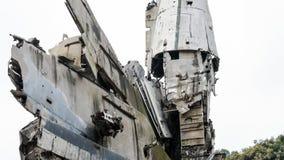Kriga i världen - konfrontationen av Ryssland och tillstånden Förstörda behållare under varnaen royaltyfria bilder