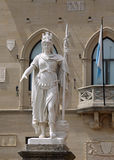 Krigaren av marmor kallade den Statua dellaen Liberta i San Marino Coun Royaltyfria Bilder