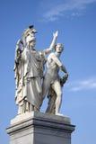 Krigareskulptur; Schlossbrucke bro; Unter hålalind; Berli Royaltyfri Bild