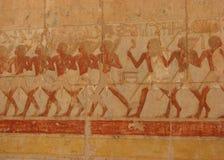 Krigareväggmålning på templet av Hatshepsut arkivbilder