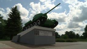 Krigbehållaremonumentet i sommarstad parkerar sikt arkivfilmer