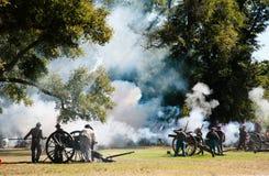 kriger borgerlig brand för canonen Arkivfoto