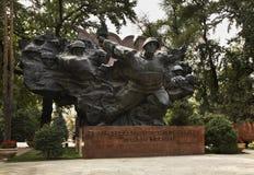 Krigminnesmärken i Panfilov parkerar alluvial kazakhstan Arkivfoton
