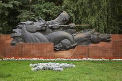 Krigminnesmärken i Panfilov parkerar alluvial kazakhstan Royaltyfri Foto