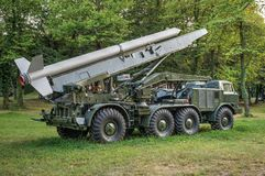 Krigmissil på militär biltransport Arkivfoton