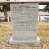 Krigmonument som är hängiven till Texas National Guard i veteranminnesmärketrädgården Royaltyfria Bilder
