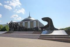 Krigmuseumminnesmärke på pilbågekullen, Moskva Arkivbilder