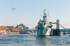 Krigsskepp för HMS Belfast på London, England Royaltyfria Foton