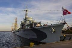 Krigsskeppet på porten av Gdynia poland royaltyfria foton