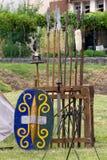 Krigutrustning i ett forntida keltiskt läger Arkivfoton