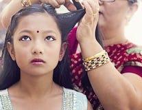 Krijgend haar voor traditionele Nepalese Ceremonie klaar Royalty-vrije Stock Afbeeldingen