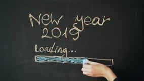 Krijt die Gelukkig Nieuwjaar trekken stock videobeelden