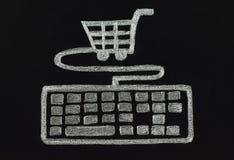 Krijttoetsenbord met kar, het winkelen concept wordt verbonden dat Stock Afbeeldingen
