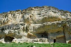 Krim Bakhchisaray, grottastadsChufut grönkål på våren royaltyfri fotografi