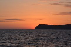 Krim det försiktiga glödet av solnedgången över berget royaltyfri fotografi