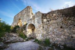 Krim fördärvar bergMangup för citadellen överst grönkål Arkivfoton