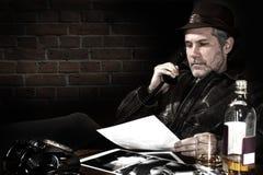 Kriminalare i hans kontor arkivfoto