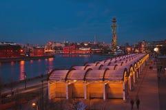 Krimskayadijk in de mening van de de nachtrivier van Moskou Royalty-vrije Stock Foto