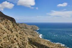 Krimsommerlandschaft unter Wolken in der Reise lizenzfreie stockfotos